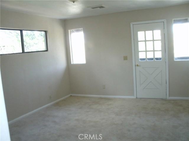 583 Arbula Drive, Crestline CA: http://media.crmls.org/medias/d679ec2c-57dd-4d9c-86d9-0090622f7dea.jpg