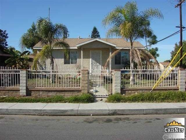 Single Family for Sale at 6101 Woodlawn Avenue Maywood, California 90270 United States