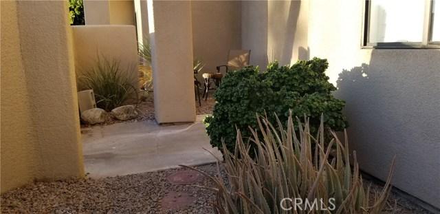 28186 Desert Princess Drive, Cathedral City CA: http://media.crmls.org/medias/d688f034-b43e-49c5-affc-c90ebabcbbbb.jpg