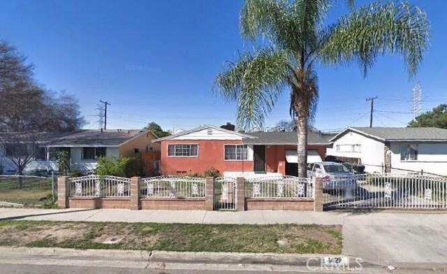 4429 Hornbrook Avenue, Baldwin Park CA: http://media.crmls.org/medias/d691ff3f-c474-43ca-89f8-f505e2ff437d.jpg