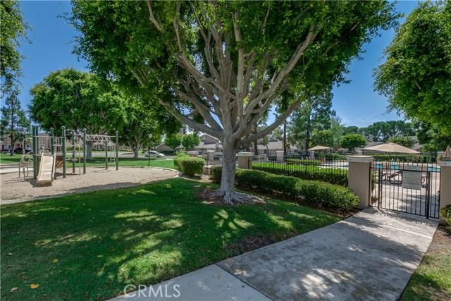 6 Montgomery, Irvine CA: http://media.crmls.org/medias/d69260a3-713e-4b8b-9db2-1abe49fc9c80.jpg