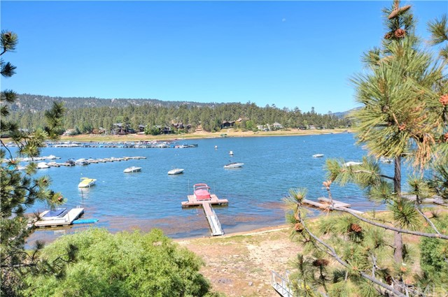 Casa Unifamiliar por un Venta en 39569 Lake Drive Big Bear, California 92315 Estados Unidos