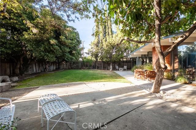 586 S Woodland Street, Orange CA: http://media.crmls.org/medias/d6c70cf1-449b-4ab4-8ce7-c0c873d12138.jpg