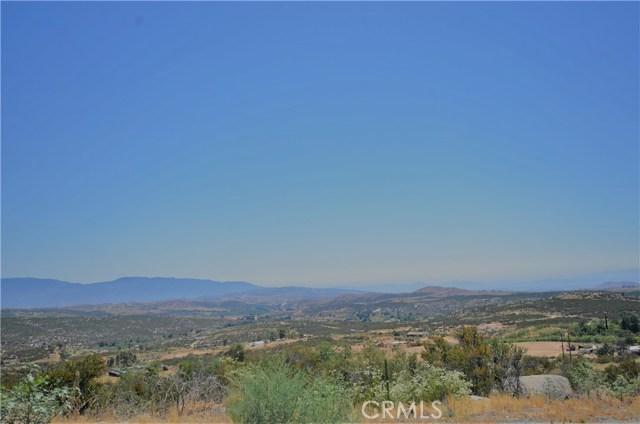35052 Hobbiton Road, Sage CA: http://media.crmls.org/medias/d6d2a5a0-1b67-4e99-9f4d-bfedaacba09d.jpg