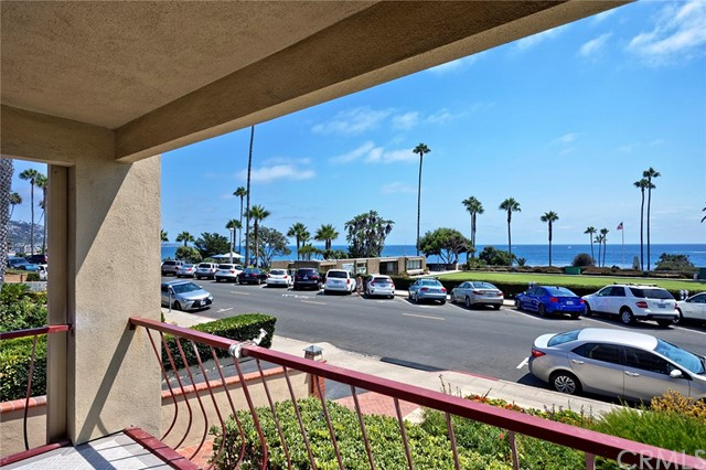 484 Cliff Drive Unit 4 Laguna Beach, CA 92651 - MLS #: LG17185167