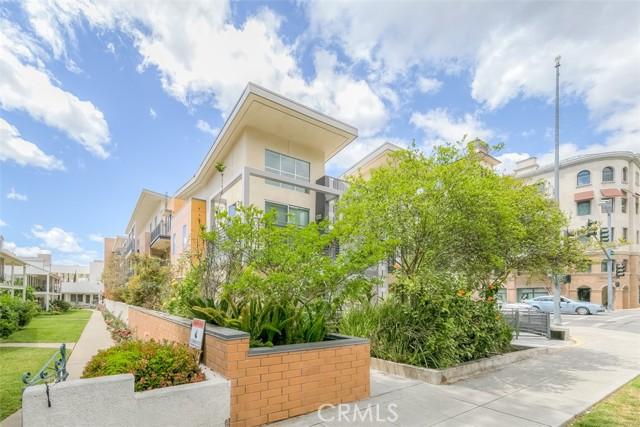 217 S Marengo Avenue, Pasadena CA: http://media.crmls.org/medias/d703b68d-87e3-4cab-8ff6-9f0f751aca0f.jpg