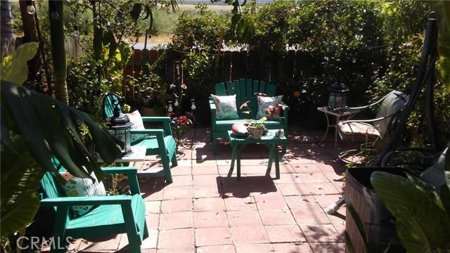 551 Lake Street, Lake Elsinore CA: http://media.crmls.org/medias/d703e1e2-03c5-4fa8-b9ac-7017dfd5d54c.jpg