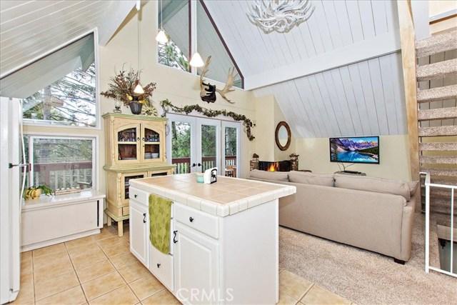 875 Brentwood Drive, Lake Arrowhead CA: http://media.crmls.org/medias/d73e6314-0b4f-4492-9054-074e5910f55d.jpg