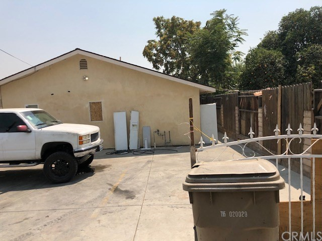 726 Crawford Street, Bakersfield CA: http://media.crmls.org/medias/d74bd089-4a41-428f-88e3-7d1ec26ec26d.jpg