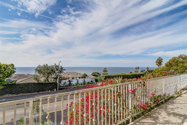 31365 Monterey Street, Laguna Beach CA: http://media.crmls.org/medias/d75732e1-d95e-493f-ae17-bf150830876a.jpg