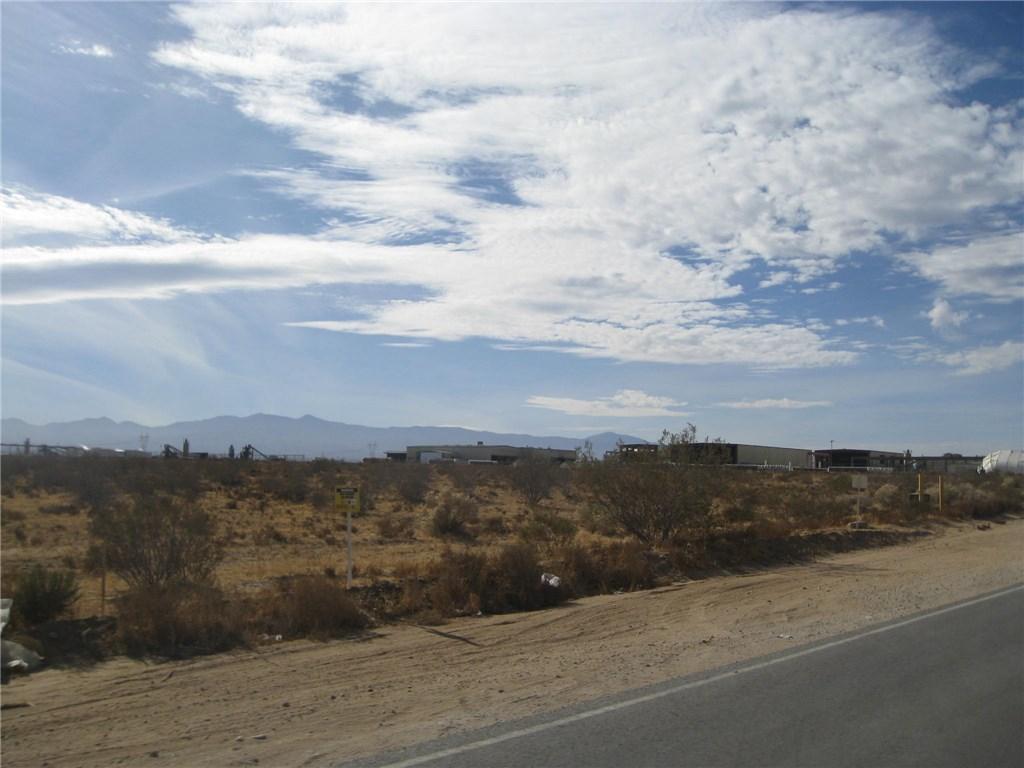 11111 Rancho, Adelanto CA: http://media.crmls.org/medias/d766b079-c925-4475-b373-eaa2883181e2.jpg