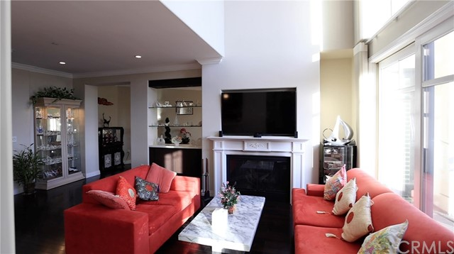 Detail Gallery Image 1 of 8 For 562 Caruso Ave, Glendale,  CA 91210 - 2 Beds | 2/1 Baths