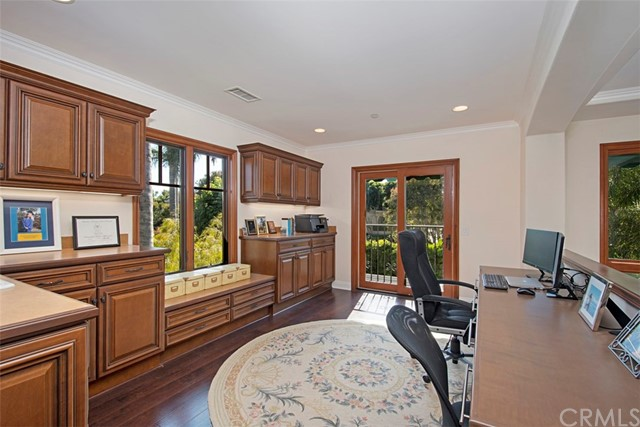 19265 Woodlands Drive, Huntington Beach CA: http://media.crmls.org/medias/d78775c9-54c9-48e3-be27-772a0e2e5fa0.jpg