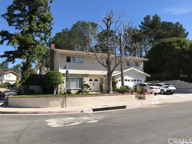 Single Family Home for Sale at 11494 Dellmont Drive Tujunga, California 91042 United States