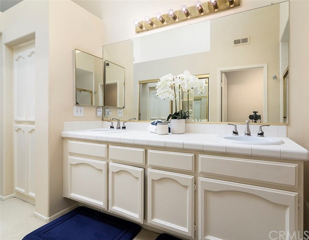 7492 Seabluff Drive Unit 105 Huntington Beach, CA 92648 - MLS #: OC17221339