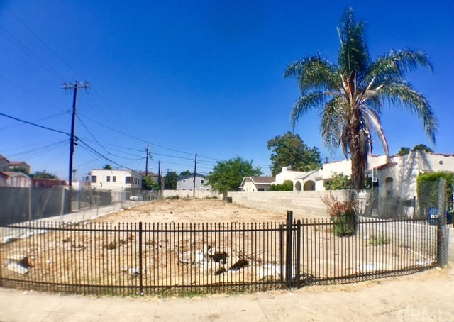 1271 W 39th Place Los Angeles, CA 90037 - MLS #: PW17186052
