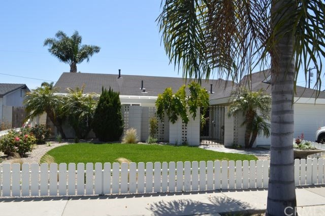 8392 Munster Drive, Huntington Beach, CA 92646