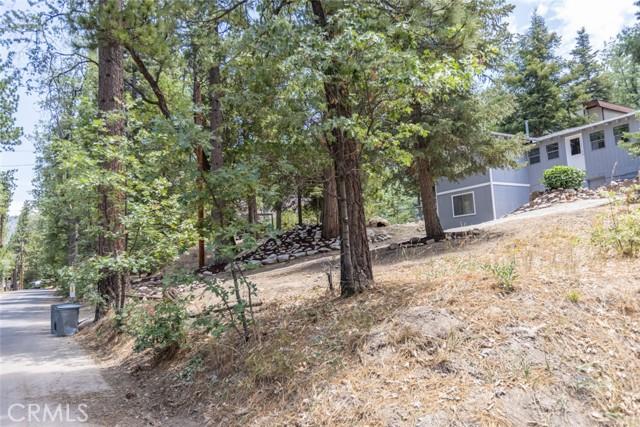 2427 Spruce Drive, Running Springs CA: http://media.crmls.org/medias/d7d603ea-6cec-4087-9595-f52cfab11b9b.jpg