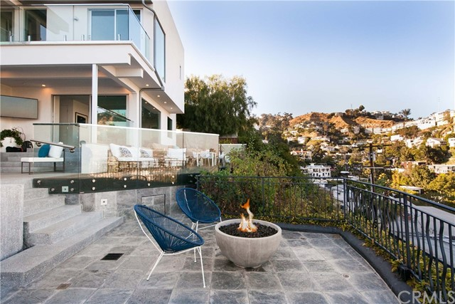 1500 Viewsite Ter, Los Angeles, CA 90069 Photo 9