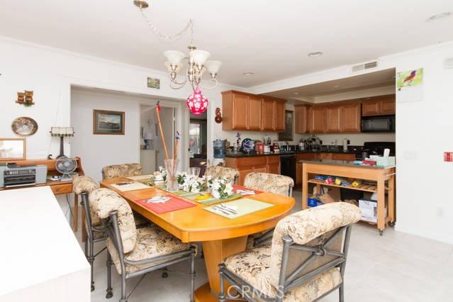 502 E Meadowbrook Avenue, Orange CA: http://media.crmls.org/medias/d824281c-e783-4e6b-8a62-1bd2b71e95ce.jpg