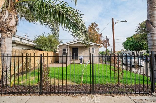 8230 Compton Avenue, Los Angeles CA: http://media.crmls.org/medias/d8528f49-48c4-4a8b-98b1-9a892912a1fd.jpg