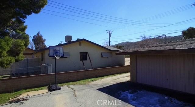 57588 Onaga Trail, Yucca Valley CA: http://media.crmls.org/medias/d872cef2-4694-4560-bcb7-1d5787d013da.jpg