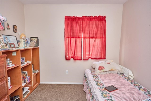 11911 Spring Hill Court, Adelanto CA: http://media.crmls.org/medias/d8cfcd9e-c0ab-4451-a2ff-690943847261.jpg