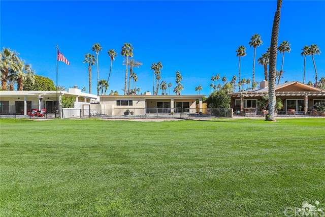 45337 Club Drive, Indian Wells CA: http://media.crmls.org/medias/d8d61cd5-4188-47a6-826f-30fa035d5ee8.jpg