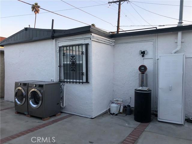 519 W 65th Street, Los Angeles CA: http://media.crmls.org/medias/d8da4eef-06c6-4a9a-8f1b-2e1bc205e111.jpg