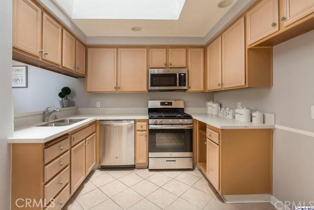 543 W Stocker Street, Glendale CA: http://media.crmls.org/medias/d8db5ea6-275f-4e36-bcbb-d082f54dae1b.jpg