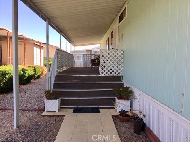 1300 W Menlo Avenue, Hemet CA: http://media.crmls.org/medias/d8db6474-8118-4c06-9493-0ba31144675c.jpg