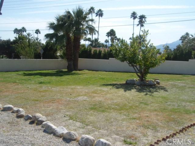 2107 N Vista Grande Avenue, Palm Springs CA: http://media.crmls.org/medias/d8f65595-ff7c-4016-bb5c-53e251c190d2.jpg