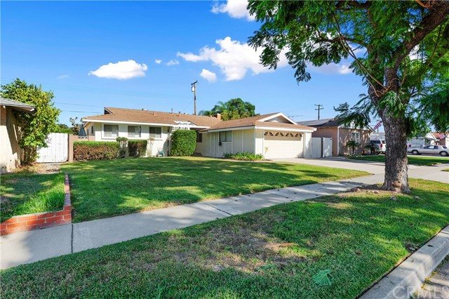 4261 W Flower Avenue, Fullerton CA: http://media.crmls.org/medias/d92806df-60d4-43ec-9fe7-b70cff61ce6d.jpg
