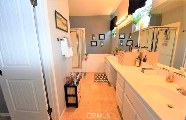 1094 Reward Street, San Jacinto CA: http://media.crmls.org/medias/d9511118-ec68-4d2f-bbcf-357481099721.jpg
