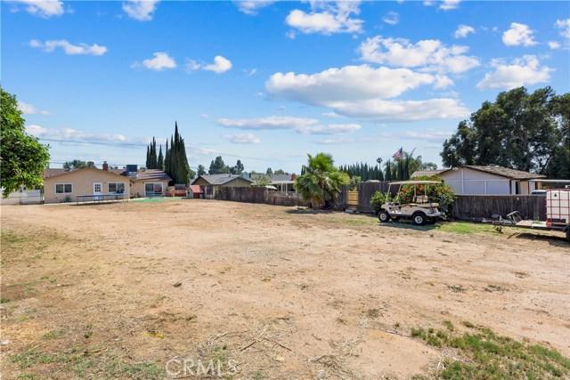 219 8th street, Norco CA: http://media.crmls.org/medias/d95dbb2b-1036-48d0-99f9-b5462edc9834.jpg