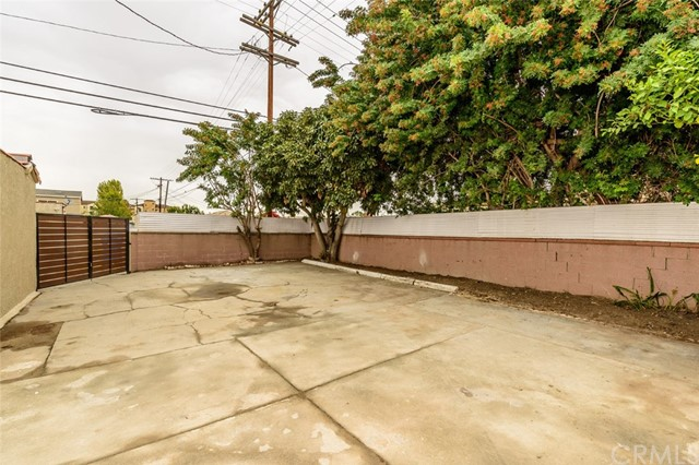 8900 S Hobart Bl, Los Angeles, CA 90047 Photo 31