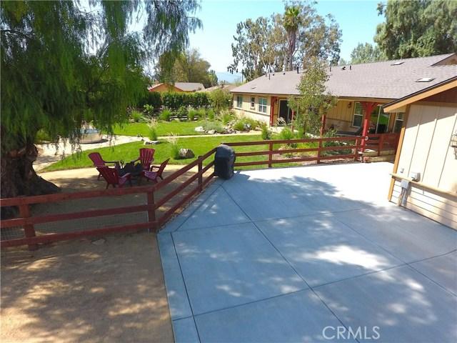 3563 Valley View Avenue, Norco CA: http://media.crmls.org/medias/d9cd7dbe-ce42-4795-b931-db7e78df73d0.jpg