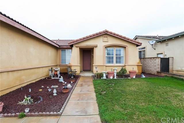 1167 Woodburn Circle, Beaumont CA: http://media.crmls.org/medias/d9d2f67d-fd09-44bf-861a-511ef3b7cd59.jpg