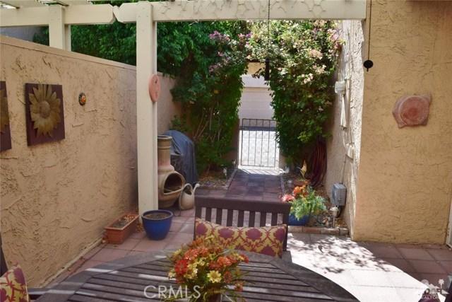 47670 Desert Sage Court, Palm Desert CA: http://media.crmls.org/medias/d9dd4495-935a-452a-8232-1889efec1eb6.jpg