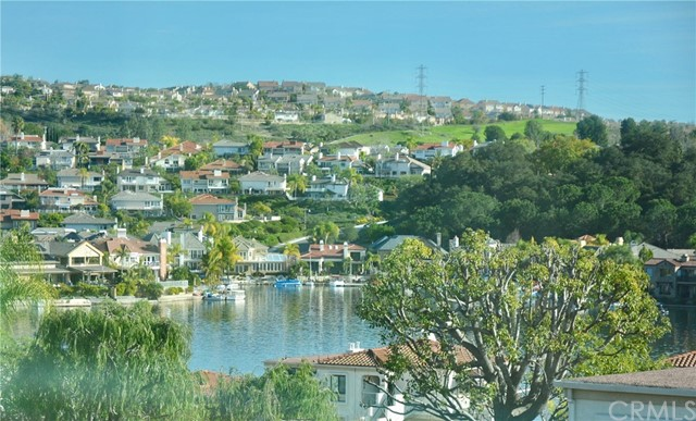 27782 Soller Mission Viejo, CA 92692 is listed for sale as MLS Listing OC17006338