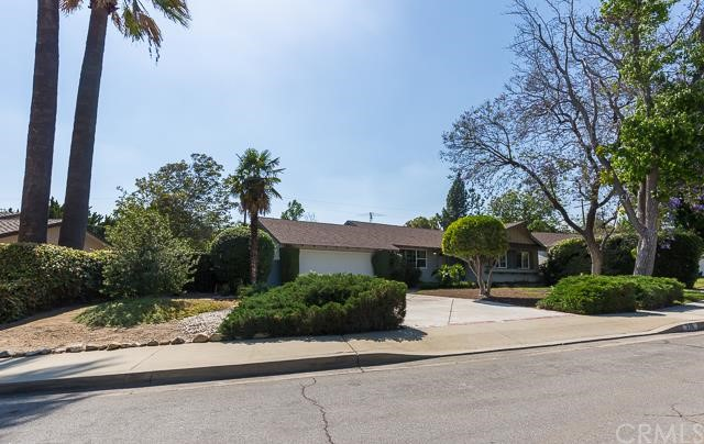 315 Marygrove Road Claremont, CA 91711 is listed for sale as MLS Listing CV16114341