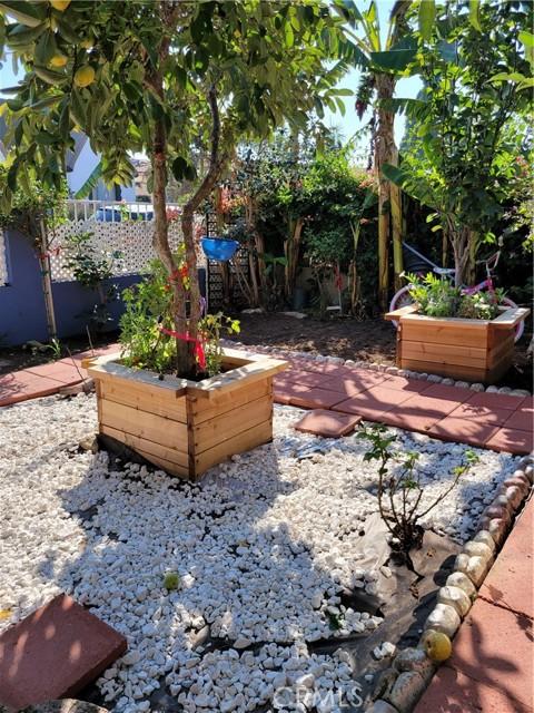 1125 W 80th Street, Los Angeles CA: http://media.crmls.org/medias/d9ee16dc-4d86-423a-8db8-352dc4f8190c.jpg