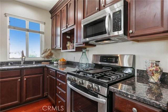 926 S Manhattan Place, Los Angeles CA: http://media.crmls.org/medias/d9fc1b62-3bb8-4607-a8d8-3f6449baa1b1.jpg