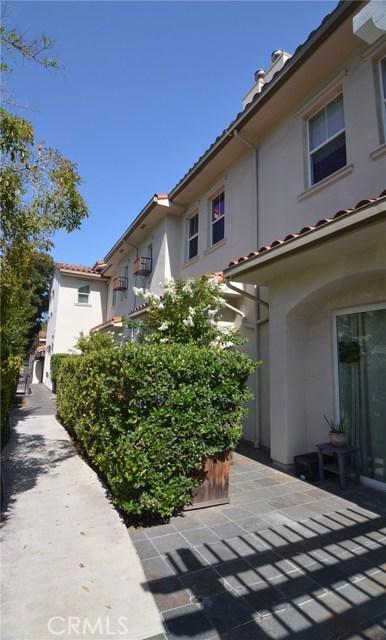 212 S Chester Avenue, Pasadena CA: http://media.crmls.org/medias/d9fc98cd-832c-42c2-97f8-95b854dd1425.jpg