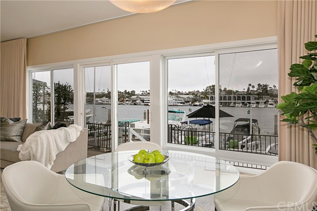 208 Via Lido Nord, Newport Beach CA: http://media.crmls.org/medias/da0f3cf7-2a7a-460a-9d7e-fb4c0c595b12.jpg