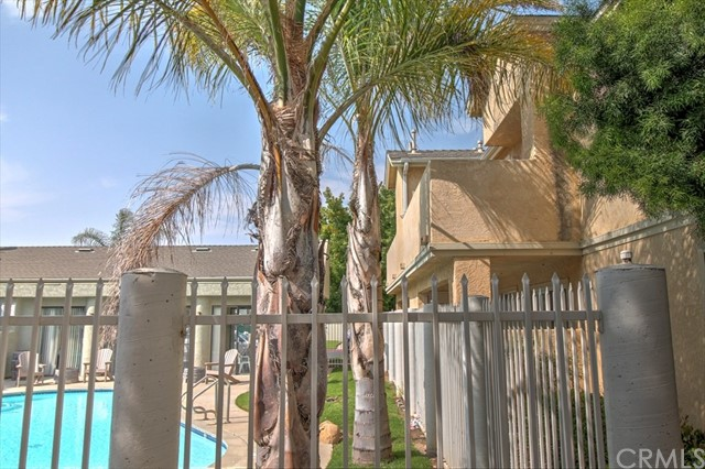 220 E Grant Street, Santa Maria CA: http://media.crmls.org/medias/da57b4ed-143a-49da-af94-f465b3e08b31.jpg