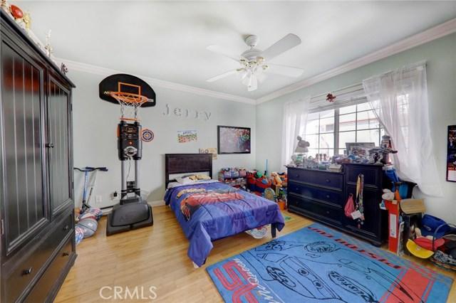 8324 Fontana Street, Downey CA: http://media.crmls.org/medias/da5a0340-752c-4152-81c4-646586ad3319.jpg