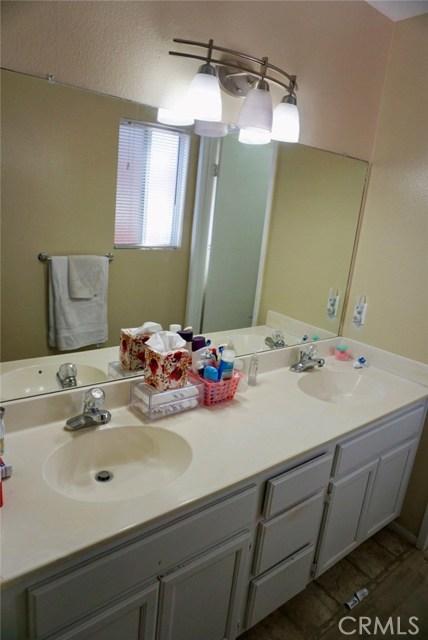 13002 Haverford Court, Victorville CA: http://media.crmls.org/medias/da663959-b3e3-4292-ac2e-c23de13b0109.jpg