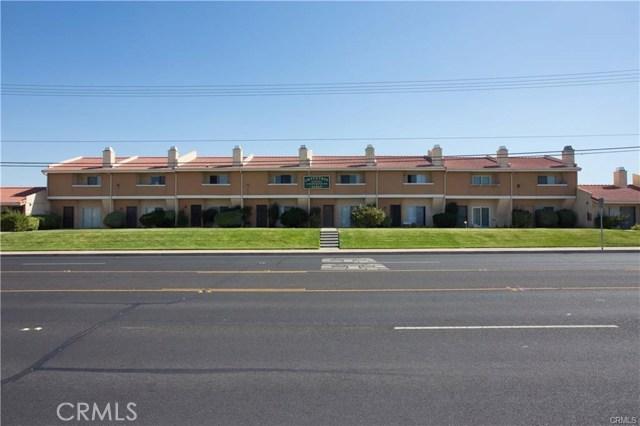 16465 Green Tree Boulevard, Victorville CA: http://media.crmls.org/medias/da7993a6-6b28-4d0c-98c2-467e92f56b23.jpg