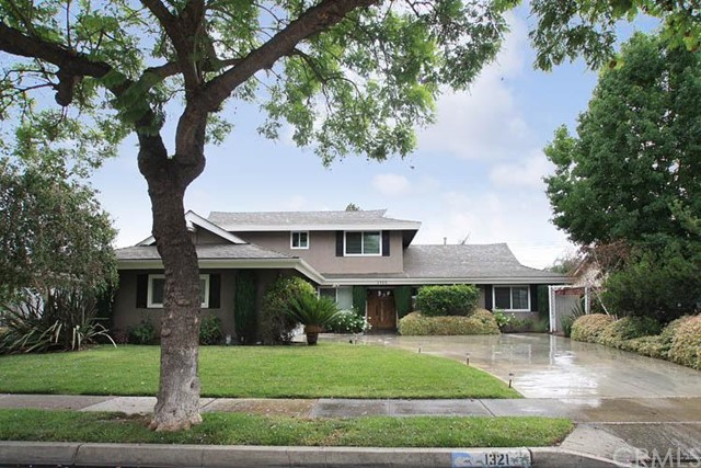 Single Family Home for Sale at 1321 East 1st St 1321 1st Tustin, California 92780 United States